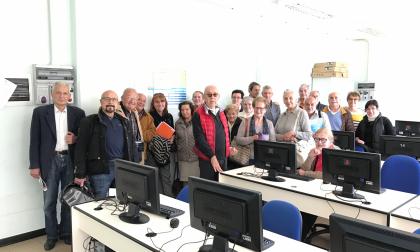 Ragazzi in campo per aiutare i pensionati con le nuove tecnologie