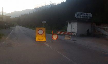 Masso di 7000 kg sulla Provinciale: decisa la chiusura della strada FOTO