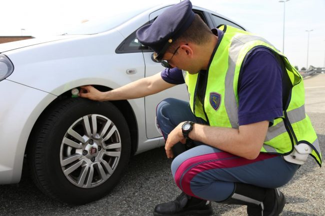 Vacanze Sicure con Pneumatici Sotto Controllo e Polizia Stradale