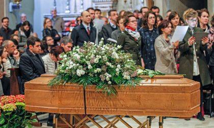 """Giovane mamma morta: un """"inno alla vita"""" i funerali celebrati a Rho"""