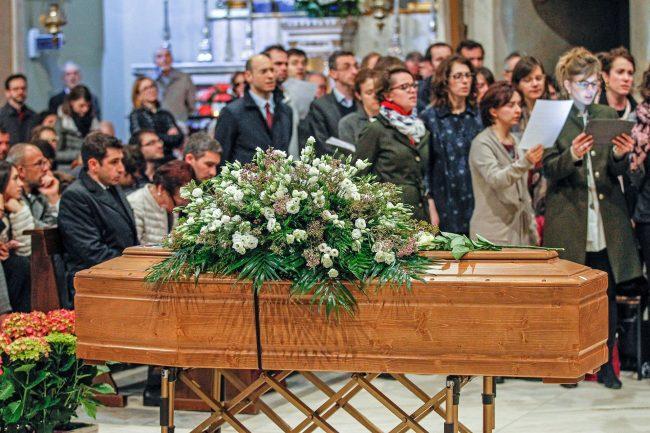 Giovane mamma morta: un &#8220&#x3B;inno alla vita&#8221&#x3B; i funerali celebrati a Rho