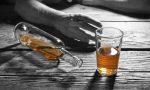 """Alcolismo malattia della famiglia. La testimonianza dei parenti: """"Ossessionati anche noi dall'alcol"""""""