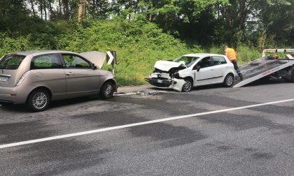 Frontale tra due auto a Calusco d'Adda – FOTO