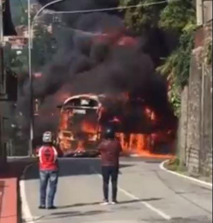 Moto contro pullman a Bellano, la tragedia ripresa da un telefono VIDEO