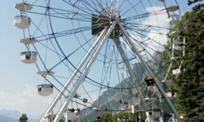 Sul lungolago è tornata la grande ruota panoramica FOTO