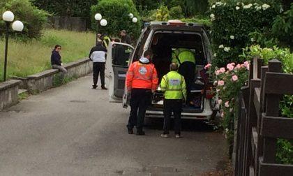 Cade in casa: donna ferita al volto