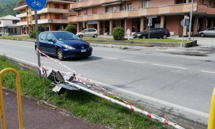 """Incidente sulla Provinciale: divelto l'indicatore """"salva pedoni"""""""