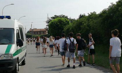 Holi trip ha aperto i cancelli, iniziata la processione dei ragazzi FOTO