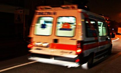 Schianto in moto nella notte: 21enne in prognosi riservata