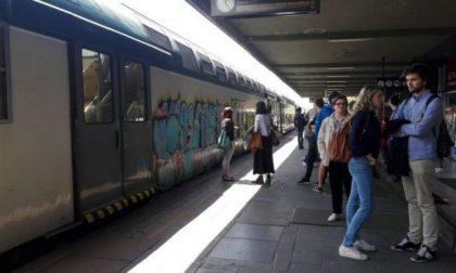 Capotreno aggredito da un passeggero senza biglietto su un convoglio della Lecco-Milano