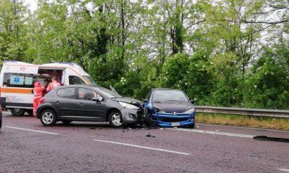 Incidente frontale al termine della tangenziale, traffico in tilt nel Meratese