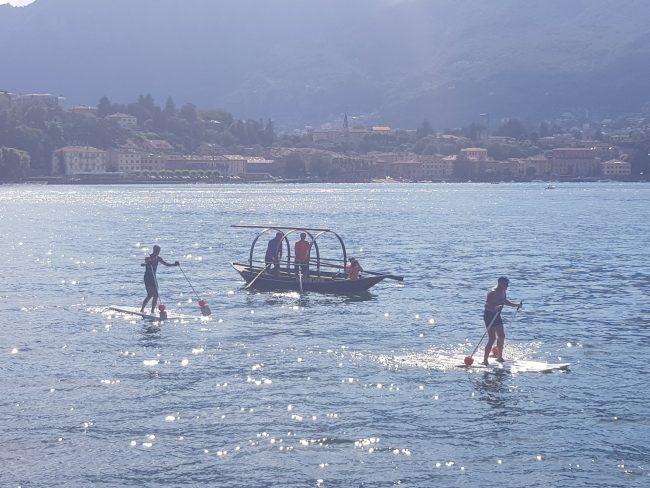 Lecco-Malgrate, la camminata sulle acque con gli skivass VIDEO