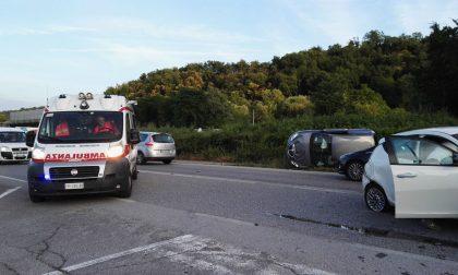 Auto ribaltata, traffico in tilt a Pontida