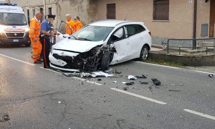 Grave incidente auto contro camion FOTO