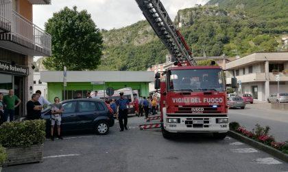 Vigili del Fuoco e soccorritori mobilitati per un rogo in appartamento FOTO
