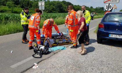 Grave incidente, motociclista residente a Barzanò soccorso in codice rosso