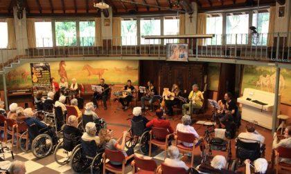 I The Bombardino's Guitar Band a Villa Serena di Galbiate per regalare sorrisi FOTO