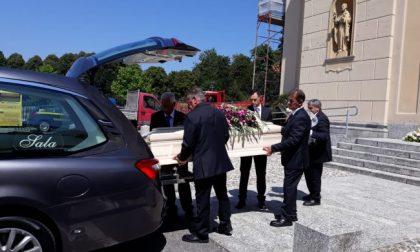 L'addio alla donna morta nel Lago del Segrino