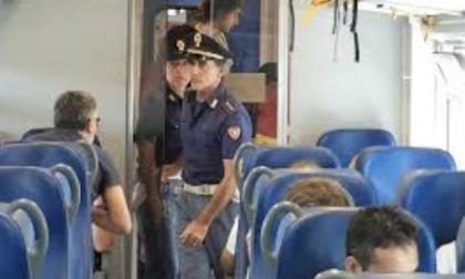 Aggressioni sui treni: passeggero prende a pugni capotreno e guardia giurata
