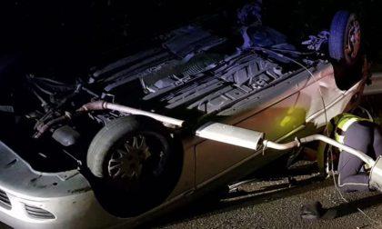 Auto ribaltata nella notte a Sirtori gravissimi due giovani FOTO