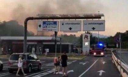 Principio di incendio all'autolavaggio dell'Auchan