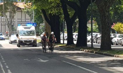 Giro Rosa, il passaggio delle cicliste sul lungolago di Lecco FOTO E VIDEO