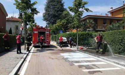 Maggiolino in fiamme, salva una famigliola in visita al Santuario VIDEO e FOTO