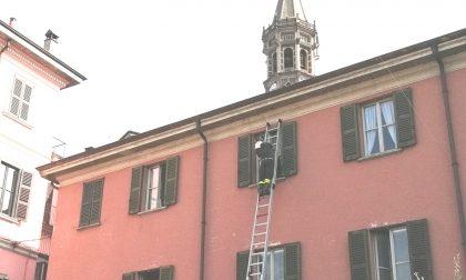 Anziano sacerdote perde le chiavi di casa: intervengono i pompieri