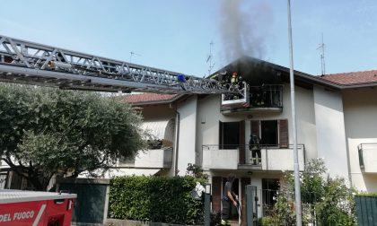 Mansarda in fiamme: incendio domato dai Vigili del fuoco