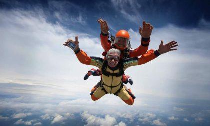 Compie 60 anni e per festeggiare… si lancia da 4000 metri
