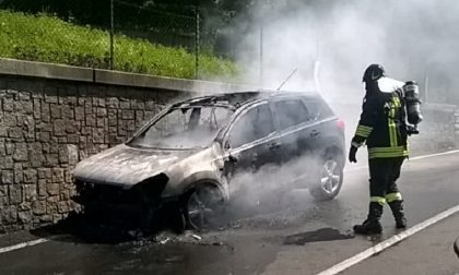 Auto in fiamme a Grandola ed Uniti
