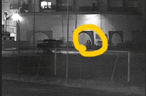 Tentata incursione al centro sportivo: il sindaco riconosce il ladri e posta le foto su facebook