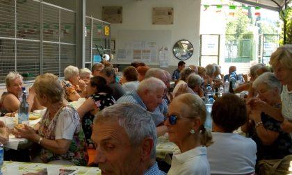 Un pomeriggio alla Bocciofila di Maggianico per gli anziani rimasti soli in città