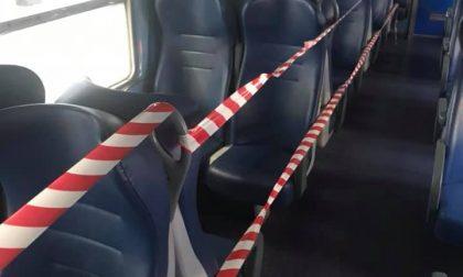 Scene di ordinaria follia sui treni lecchesi: non ci si siede per i finestrini rotti