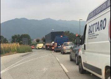 Traffico intenso e code anche stamattina dopo la chiusura del Ponte di Paderno LA SITUAZIONE