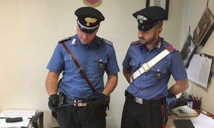 Si oppone allo sfratto minacciando il suicidio, salvato dai carabinieri