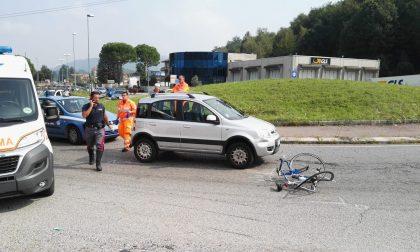 Ciclista investito, trasportato in ospedale FOTO
