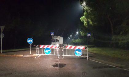 Strada allagata: chiusa al traffico via de Gasperi a Calolzio