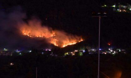 Incendio boschi a Vendrogno: va estendendosi la linea del fuoco FOTO