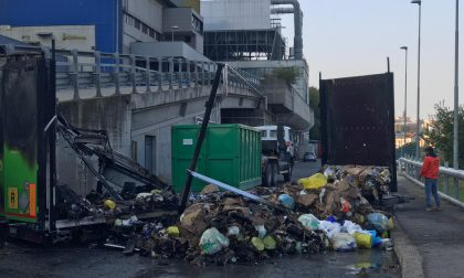 Incendio al termovalorizzatore di Silea: distrutto un camion FOTO