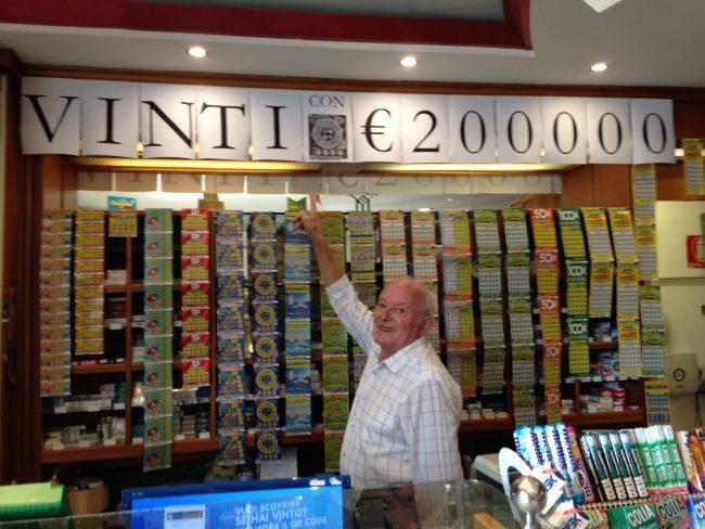 Gioca tre euro al Gratta e Vinci e ne porta a casa 200mila