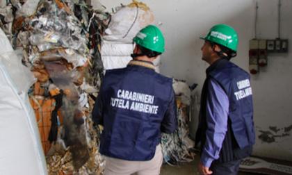 Incendi rifiuti: a Milano aria irrespirabile e nuovo sequestro