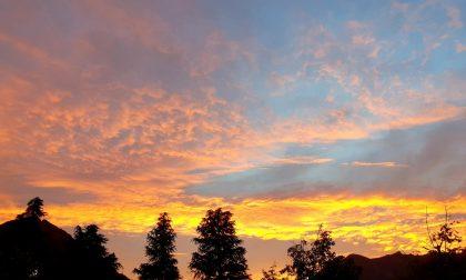 Rosso di sera bel tempo si spera? Tramonto infuocato sul Lecchese FOTO E PREVISIONI METEO