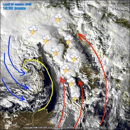"""La tempesta perfetta: l'impressionante video del """"ciclone"""" che ha investito l'Italia"""