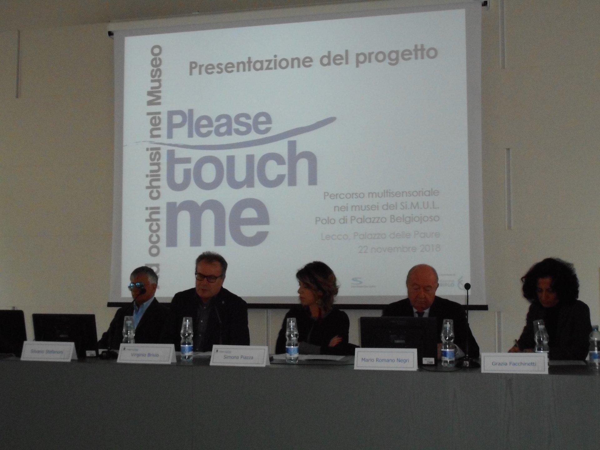 """""""Please touch me - ad occhi chiusi nel museo"""". Ora a Lecco si può."""