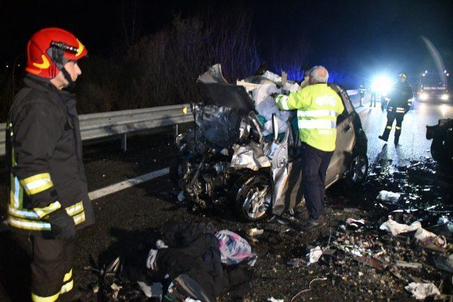 Auto in contromano, tragico schianto in Bassa Valle: ecco chi sono le vittime della strage VIDEO