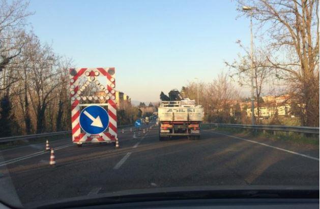 Lavori in tangenziale Est, traffico in tilt verso il Meratese