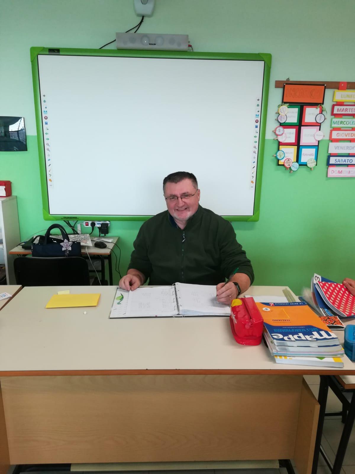 Prima vigile, poi insegnante... da sempre poeta: dopo dieci anni vince un concorso. Gianpaolo Ripamonti, 55 anni è nato a Lecco, ma abita a Osnago.