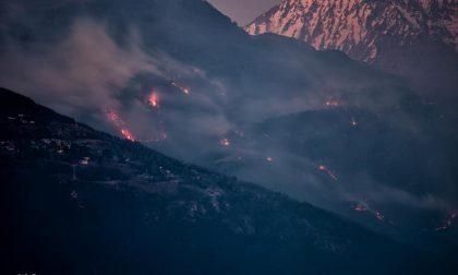 Raffiche a 100 km/h, è allarme per l'incendio sopra Gera Lario FOTO