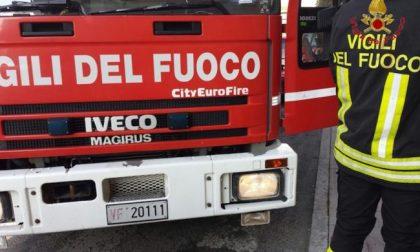 """Ondata di maltempo sul Lecchese, auto """"sommersa"""" da un metro d'acqua, salvato un giovane"""